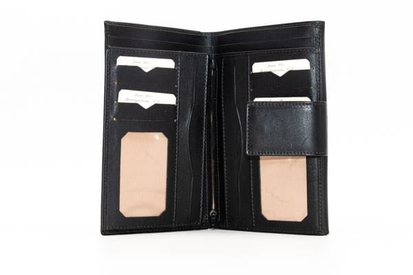 billetera de mujer en piel